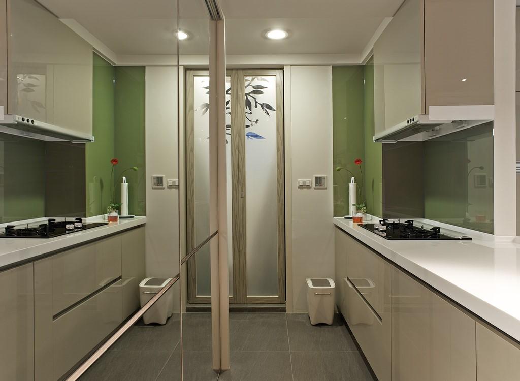 清新簡約小戶型廚房 鏡面背景墻設計