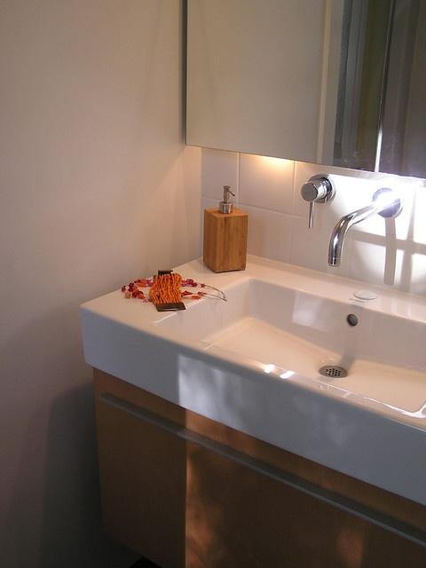 温馨简约风卫生间洗手台设计