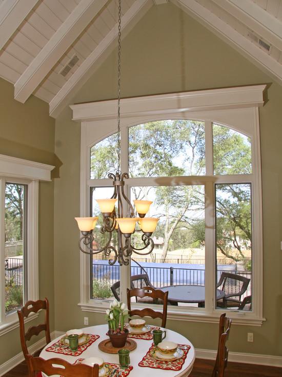 美式風格閣樓餐廳窗戶設計