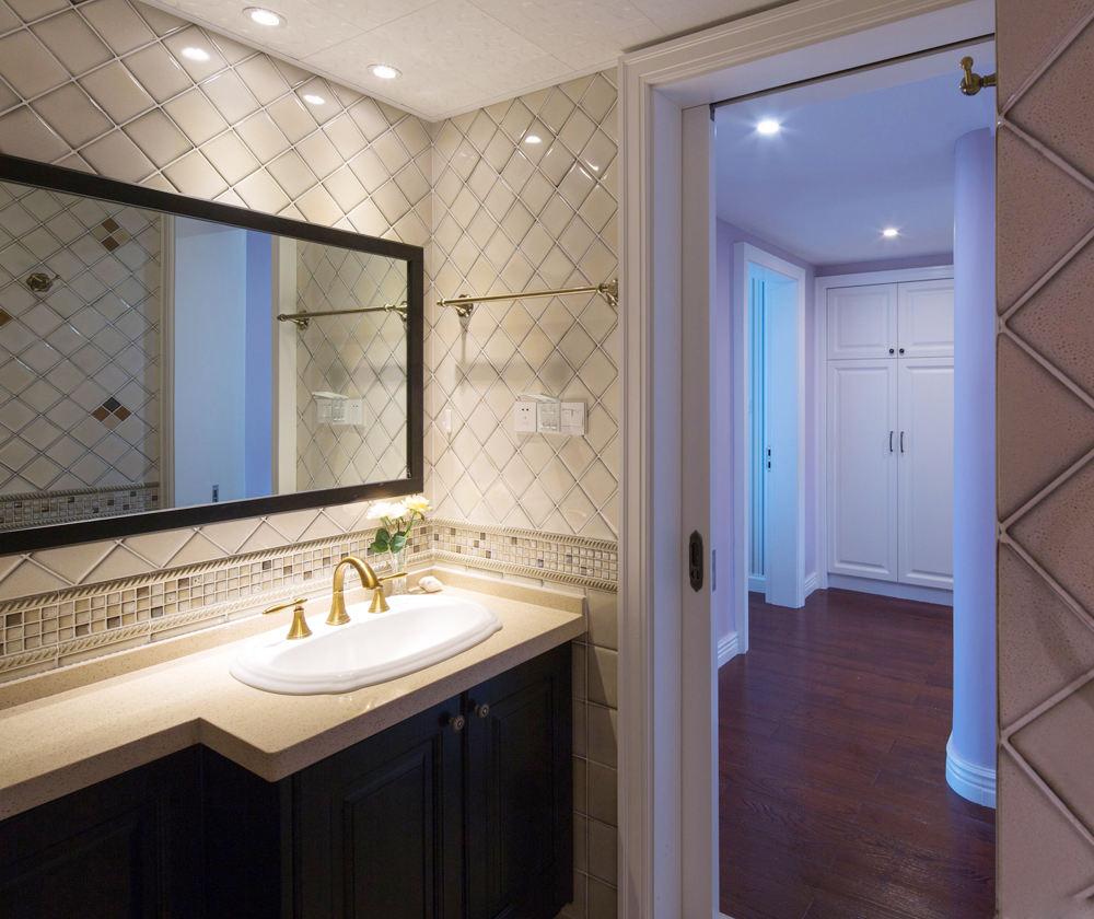美式风格浴室镜装饰图_装修百科