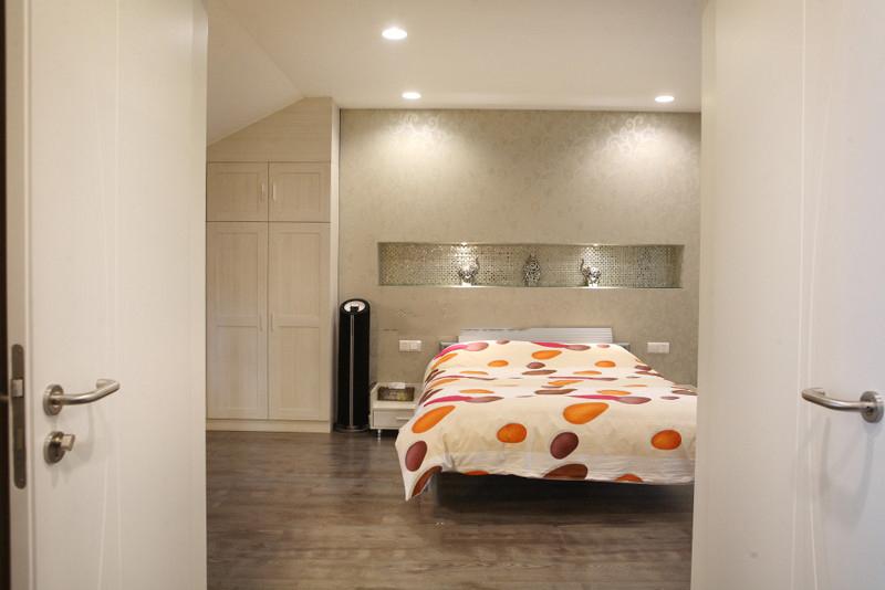 装修百科 装修效果图 装修美图 简约现代卧室筒灯设计 简约现代卧室