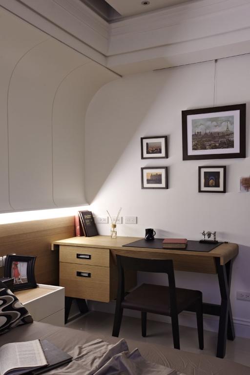 现代家居卧室书桌椅放置