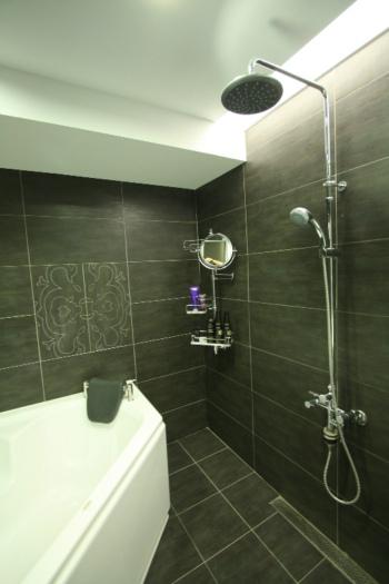 現代風衛生間衛浴掛件安裝圖
