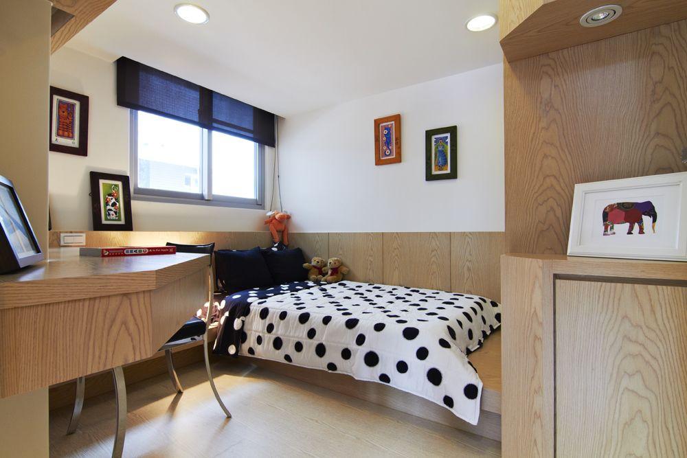 实木现代美式儿童房 转角书桌设计