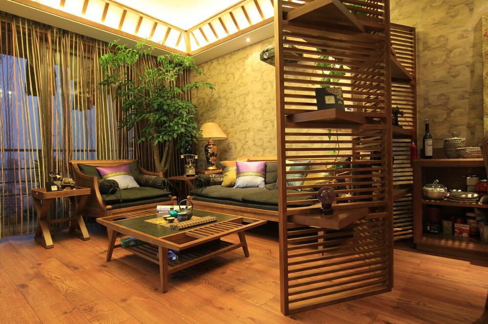实木东南亚客厅创意隔断设计