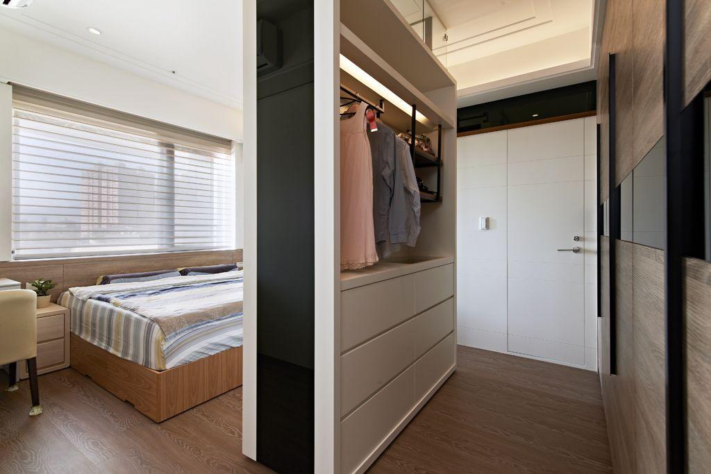 装修百科 装修效果图 装修美图 现代家装卧室衣帽间隔断设计 现代家装