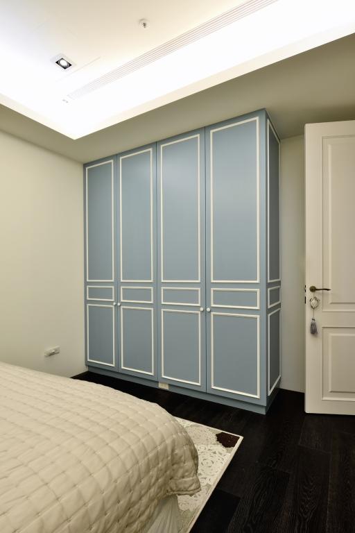 装修百科 装修效果图 装修美图 简欧风卧室平开门衣柜欣赏 简欧风卧室