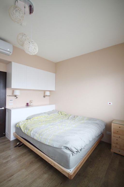 装修百科 装修效果图 装修美图 简约时尚现代卧室床头吊柜设计 简约