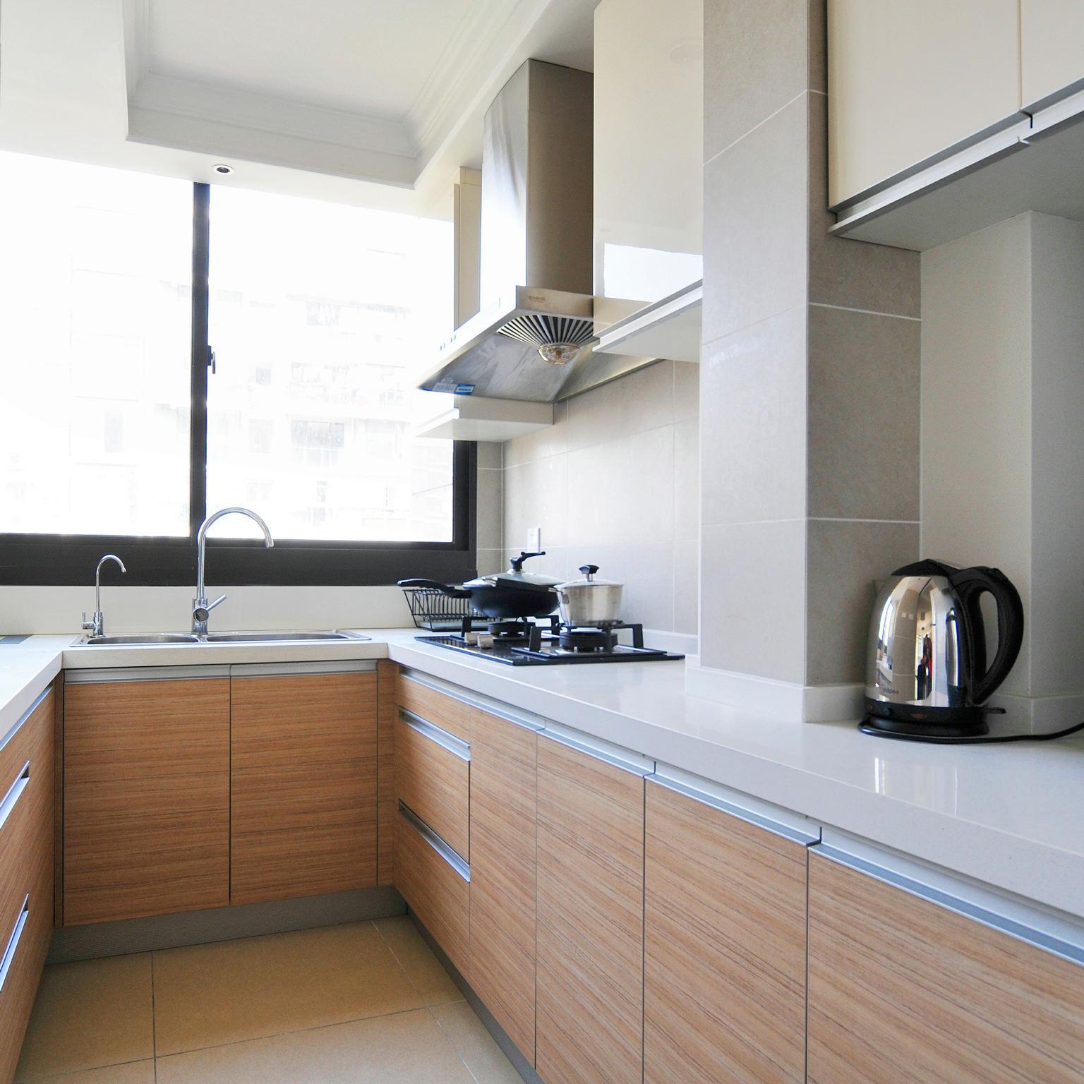 装修效果图 装修美图 简约设计厨房实木橱柜效果图