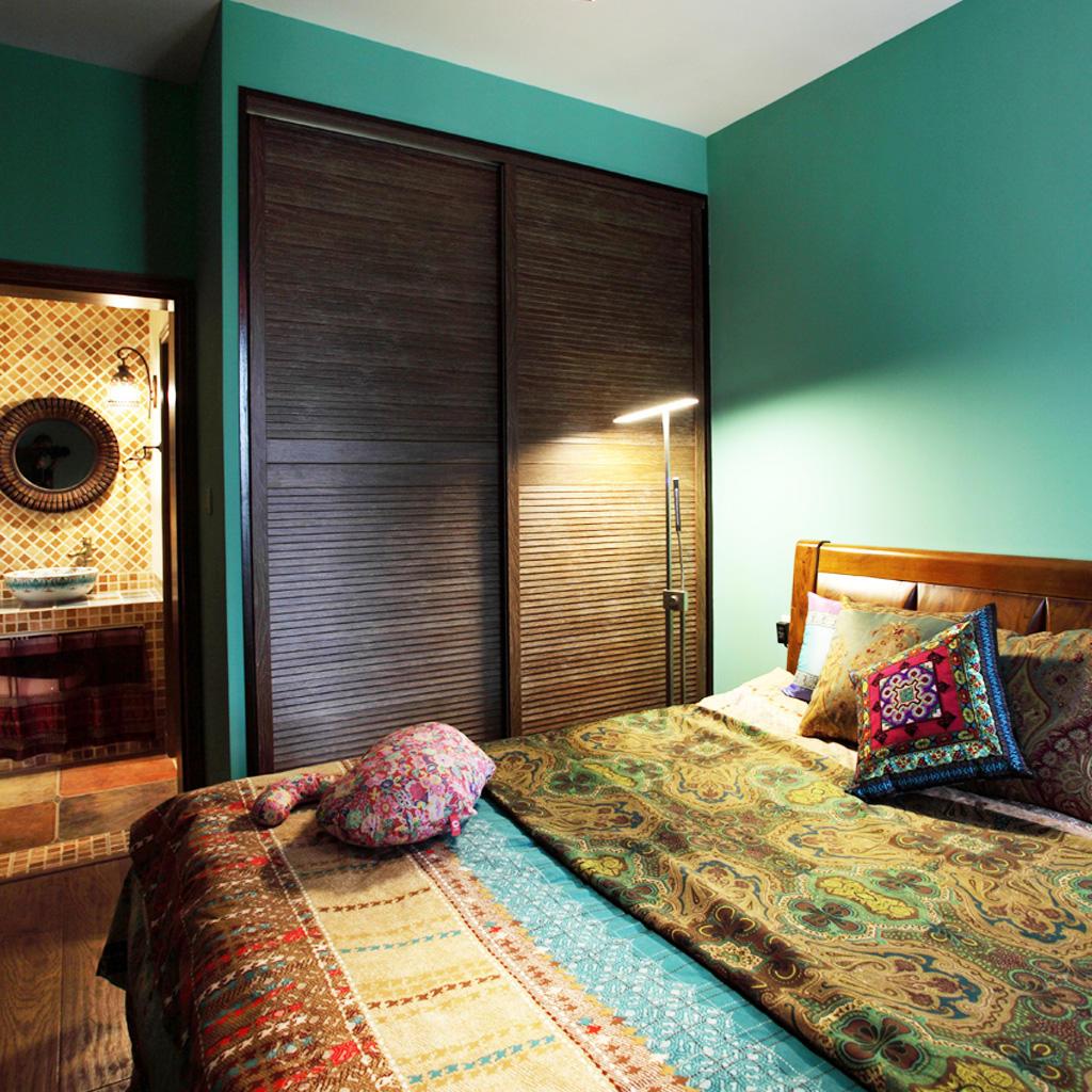 东南亚风格卧室移门衣柜设计
