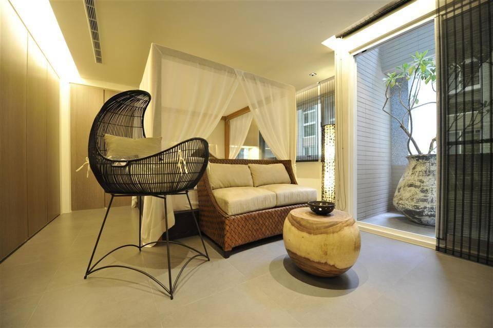 简中式卧室阳台隔断设计