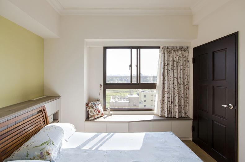 簡約日式裝修臥室飄窗設計
