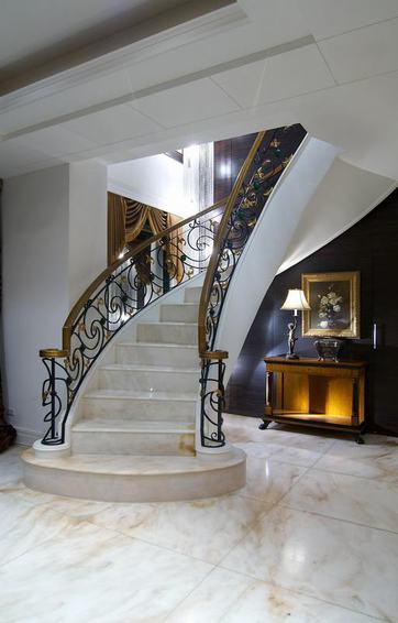 别墅豪华欧式楼梯装修图