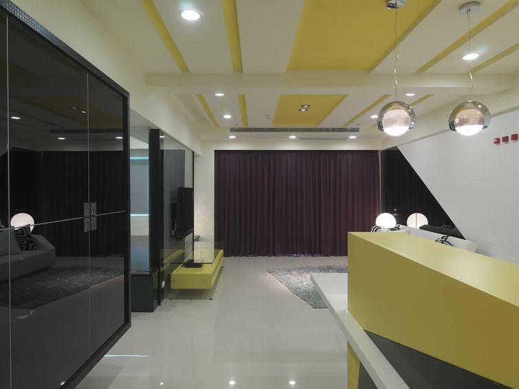 現代客廳淡黃色裝修效果圖