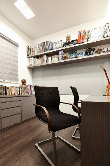 现代时尚书房墙面书架效果图-深蓝色墙面装修效果图