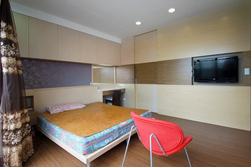 现代家装卧室 隐形门背景墙设计