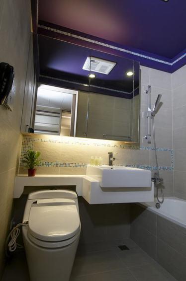 简约卫生间紫色吊顶效果图