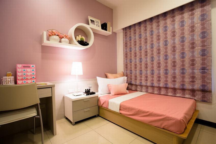 装修百科 装修效果图 装修美图 粉紫色现代儿童房实木床设计 粉紫色