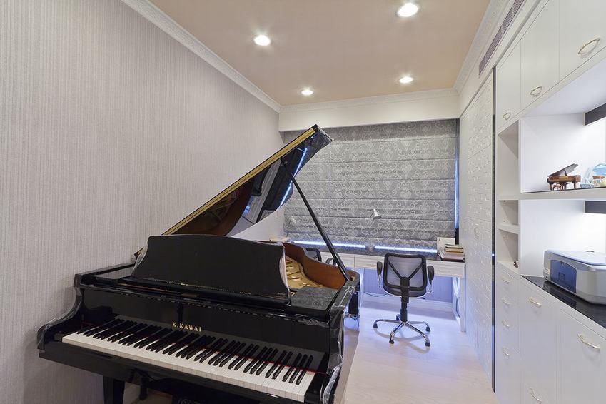 简欧风格钢琴书房设计