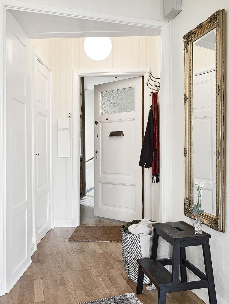 北欧风格入门玄关镜装饰图