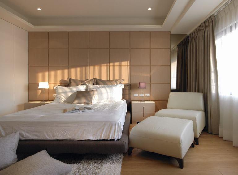 美式实木风卧室床头背景墙设计_装修百科