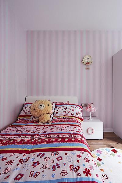 浅紫色现代儿童房装饰图