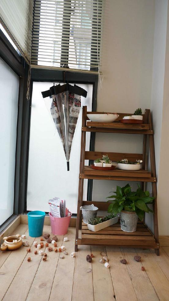 田园美式风格阳台木制花架装饰图