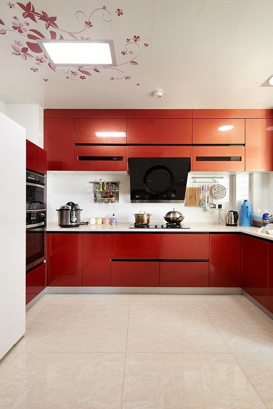 暖色調現代裝修 家居廚房烤漆櫥柜圖
