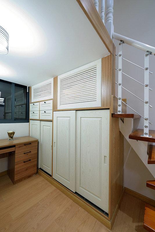 簡約復式室內儲物柜設計裝修效果圖