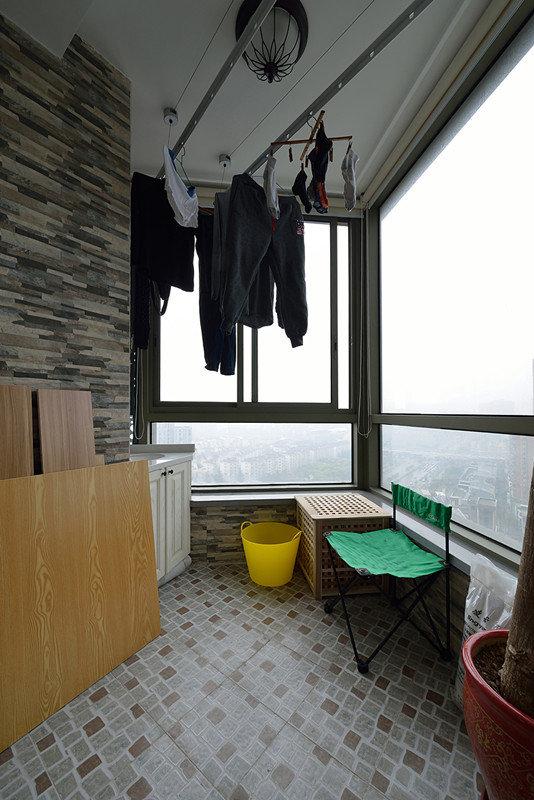 简约家居阳台窗户设计