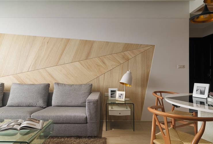 现代时尚设计客厅沙发原木背景墙装饰图_装修百科