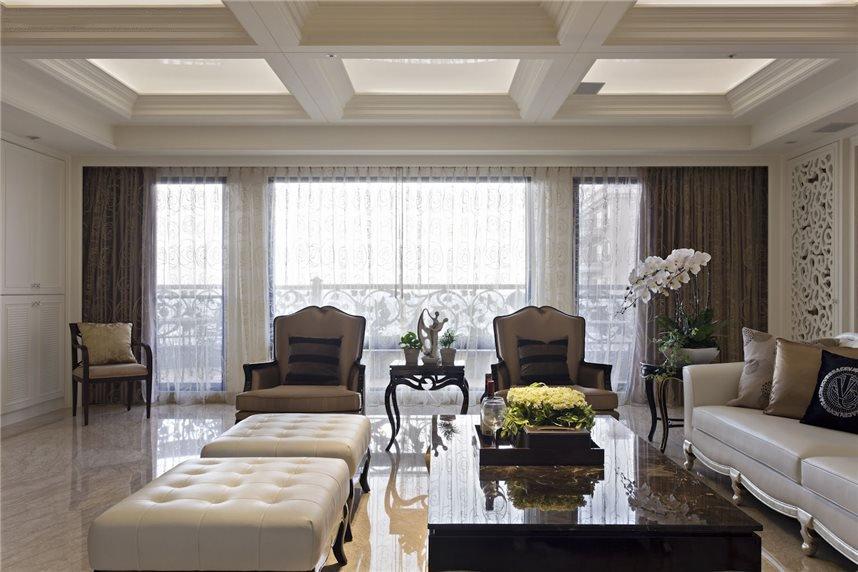 白色優雅歐式風格別墅效果圖