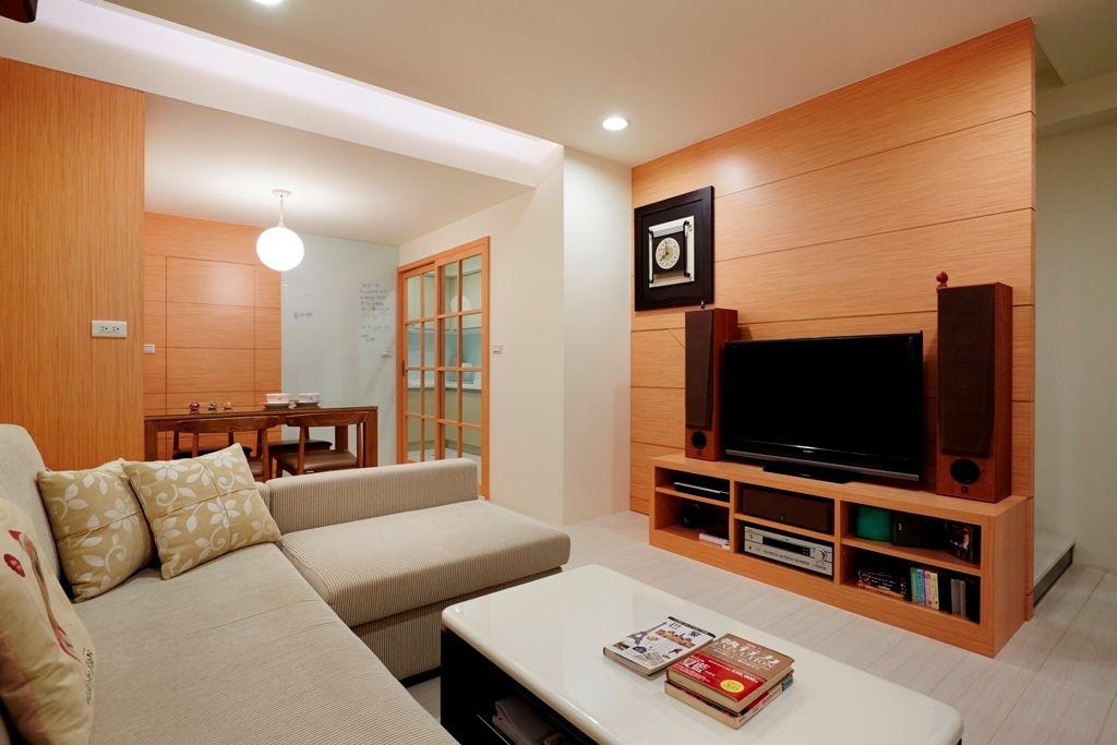 现代时尚设计简约客厅实木背景墙装饰效果图_装修百科