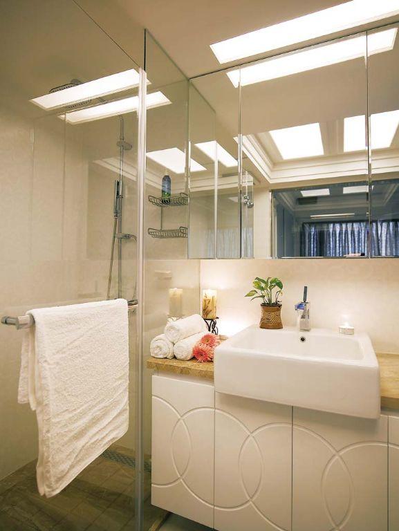 明亮现代简约卫生间设计