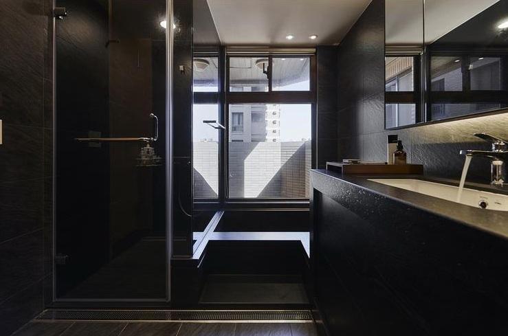 黑色摩登现代卫生间窗户设计_装修百科