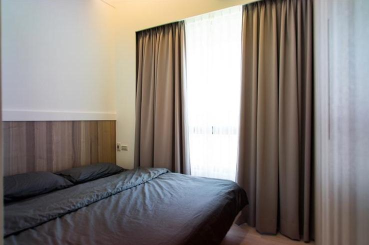簡約風格臥室 灰色窗簾效果圖