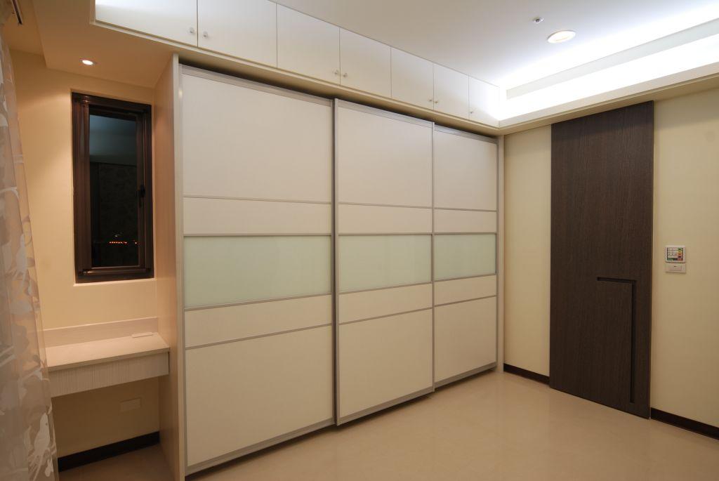 现代风格装修室内衣柜设计_装修百科