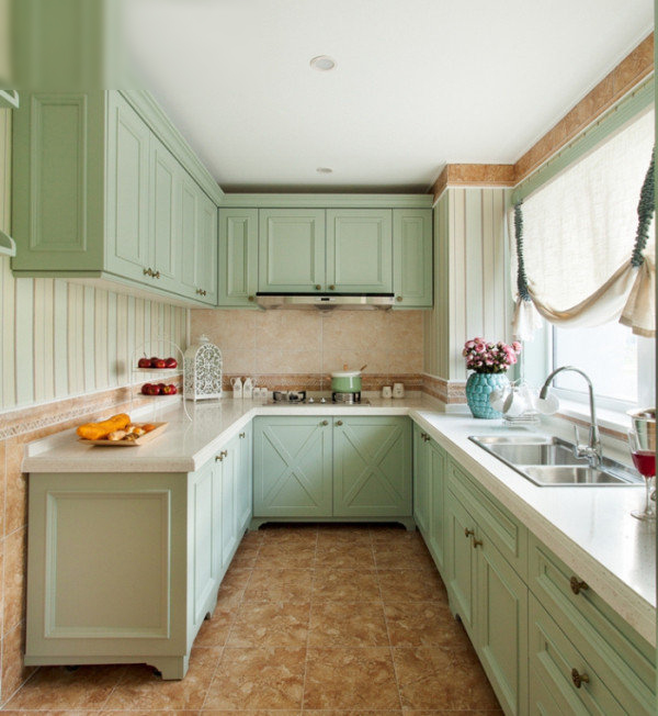 清新欧式装修风格家居厨房浅绿色橱柜装饰效果图