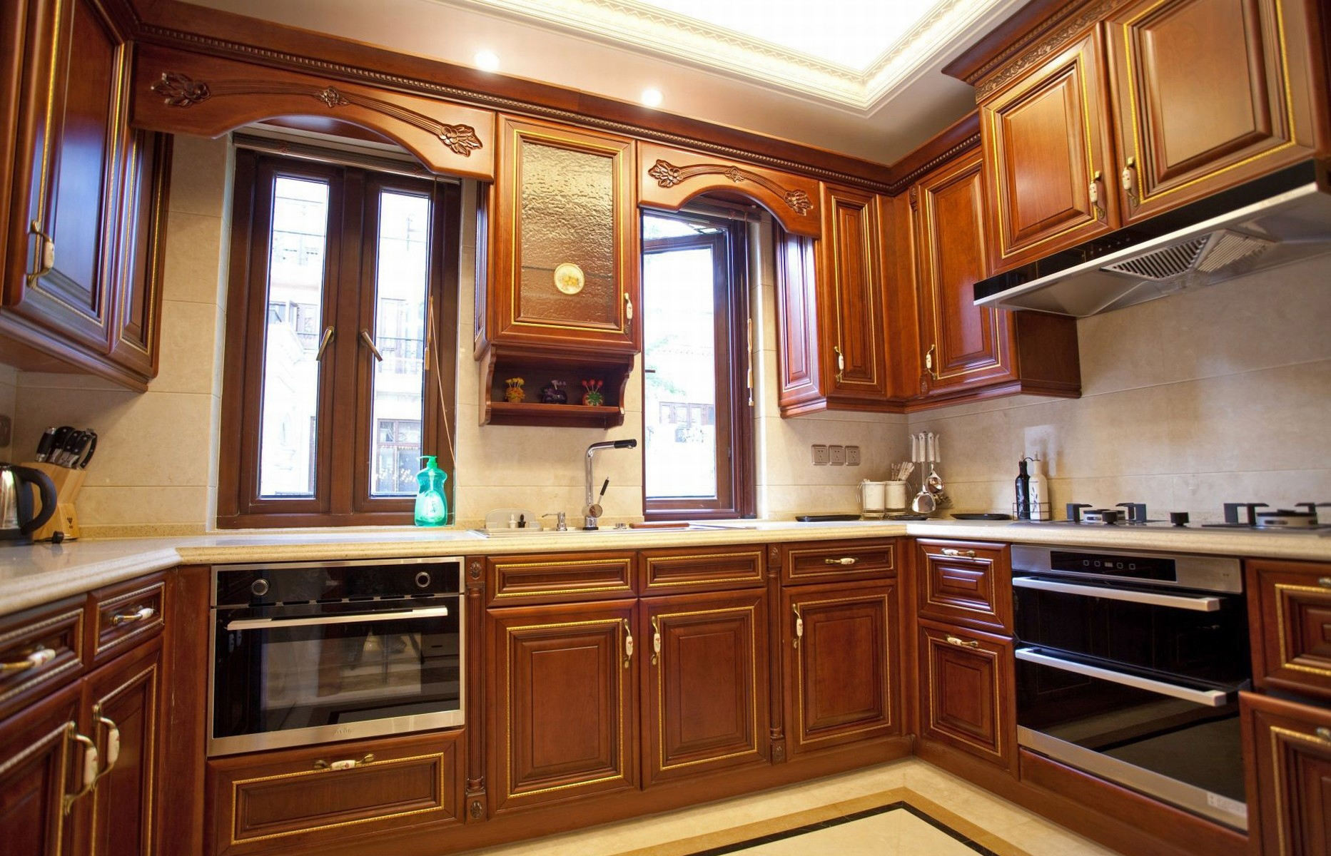 欧式古典风格厨房橱柜装饰效果图_装修百科