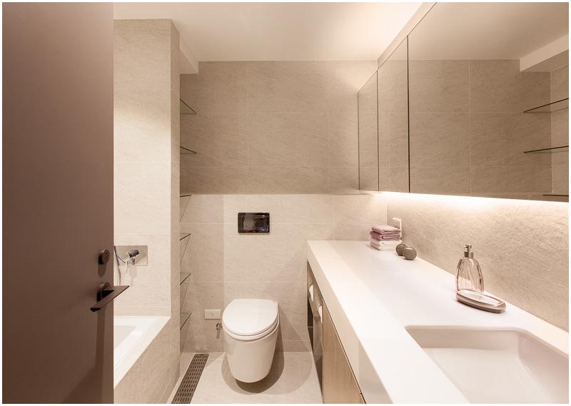 现代素色卫生间装饰图