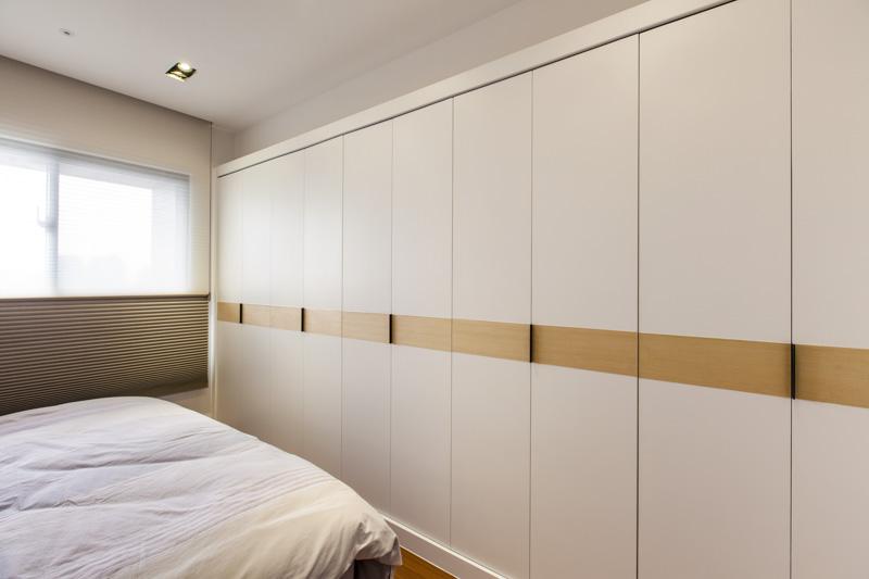 简约卧室订制白色衣柜装饰效果图_装修百科