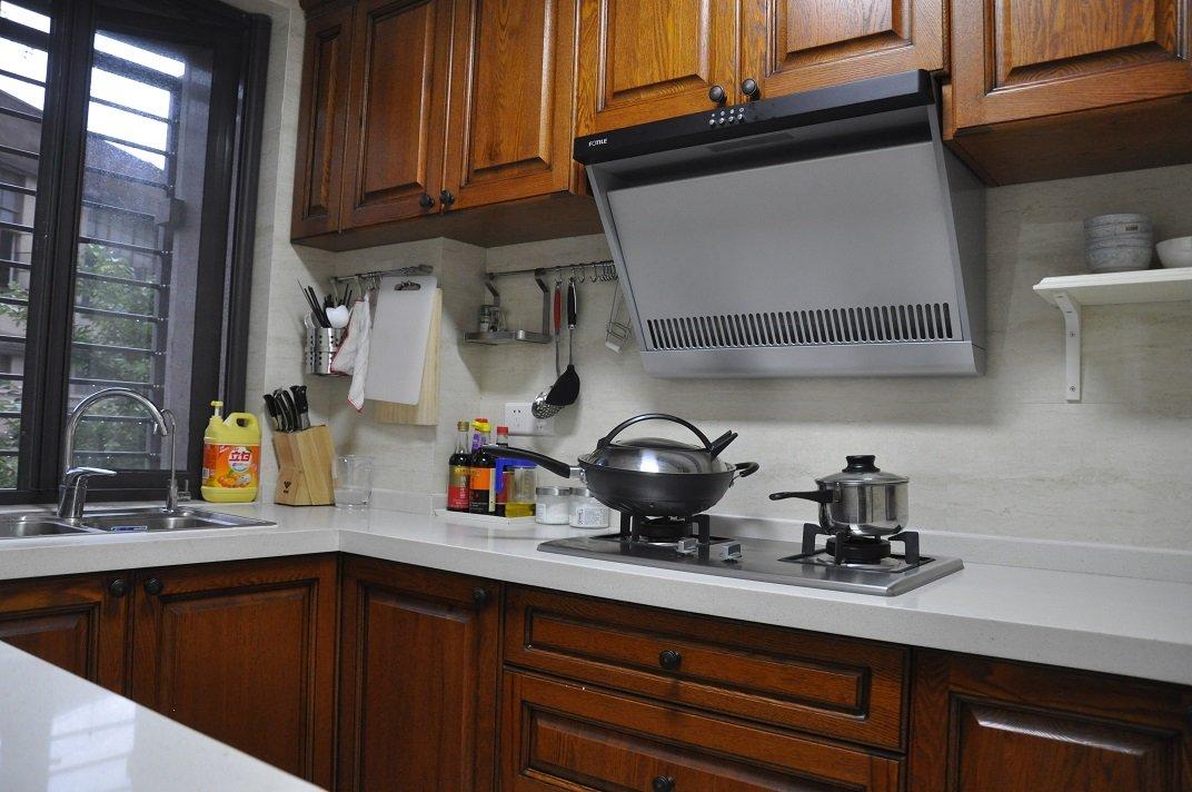 装修效果图 装修美图 现代实木厨房 大理石台面装饰图