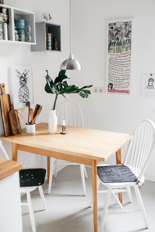 現代簡約家居餐桌椅裝飾圖