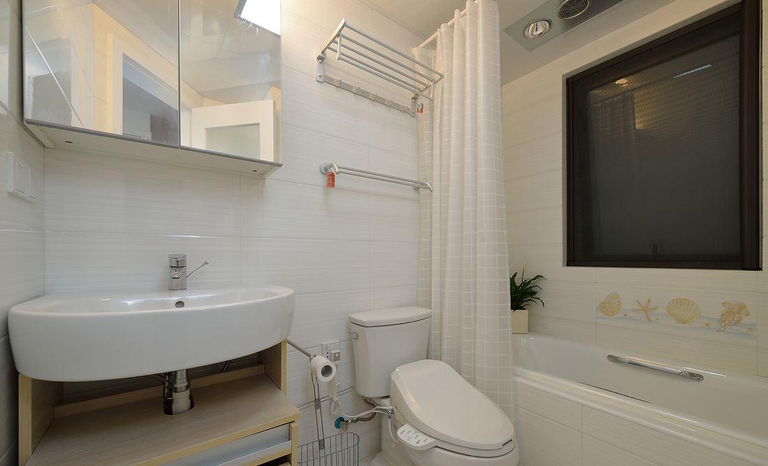 現代宜家小清新衛生間浴簾設計
