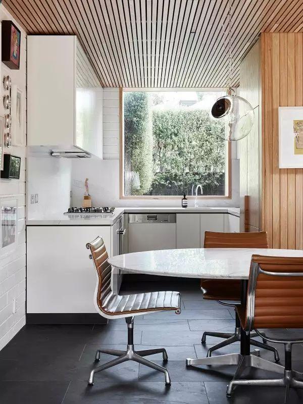 原木时尚简约厨房窗户效果图