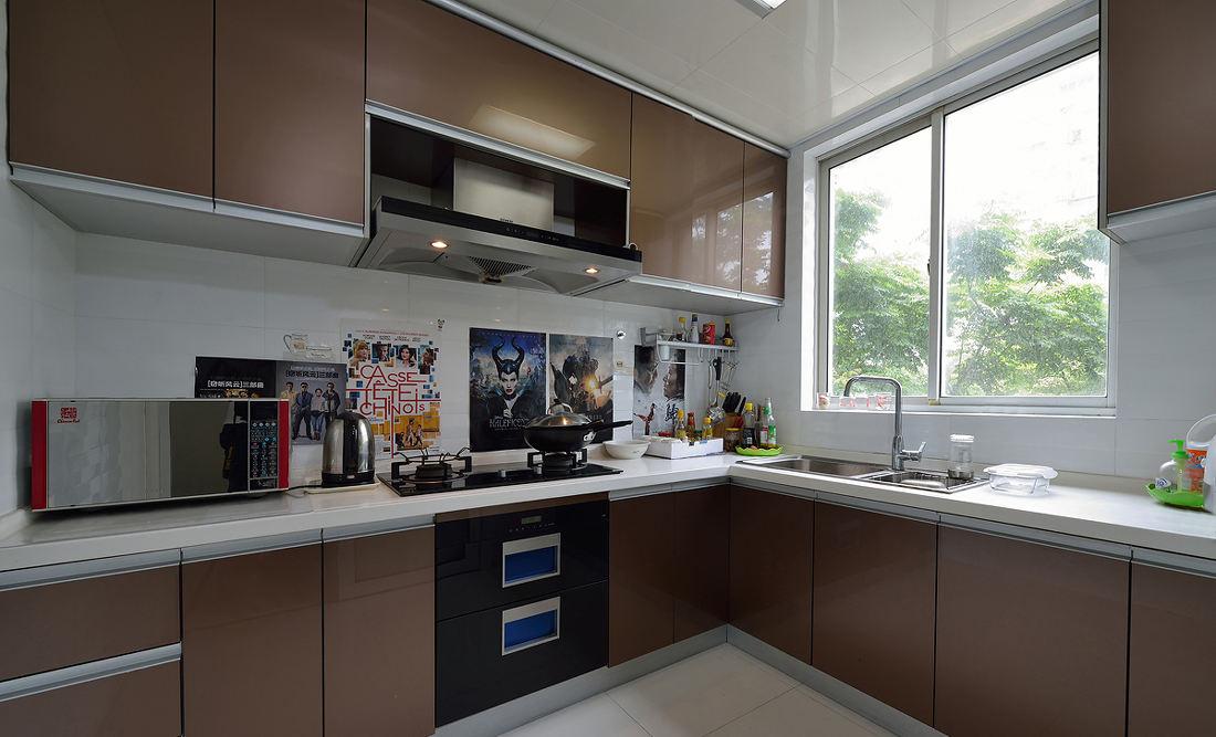时尚现代厨房橱柜装饰图_装修百科