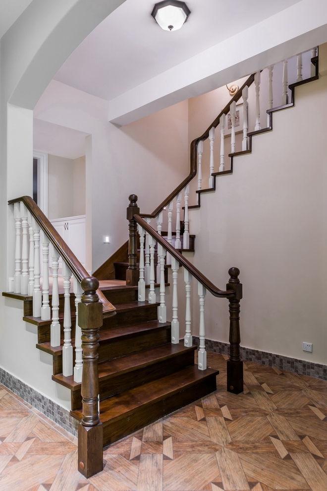 美式风格别墅实木楼梯装修图_装修百科