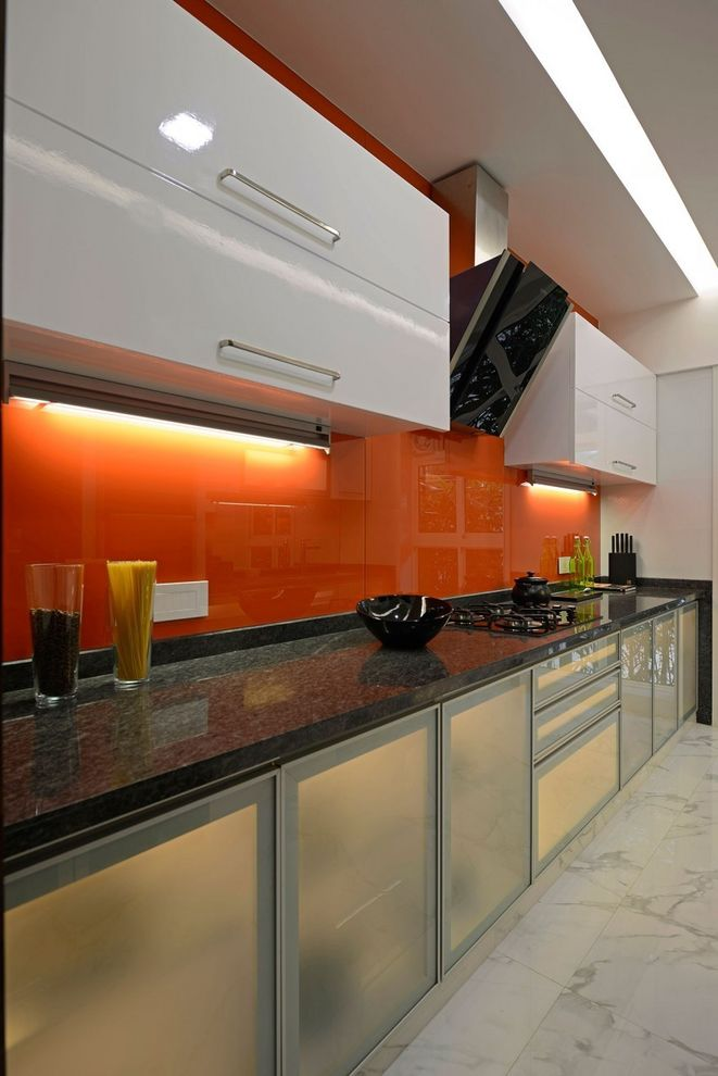 時尚現代廚房橙色背景墻裝飾圖
