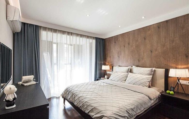 日式简约设计装修卧室床头实木背景墙装饰效果图_装修百科