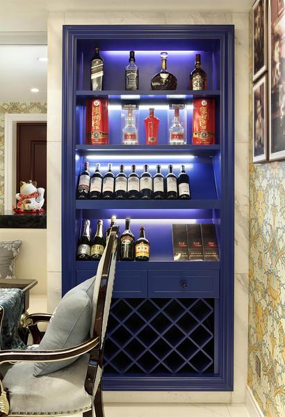 深蓝色欧式风格家居室内实木酒柜装修图_装修百科